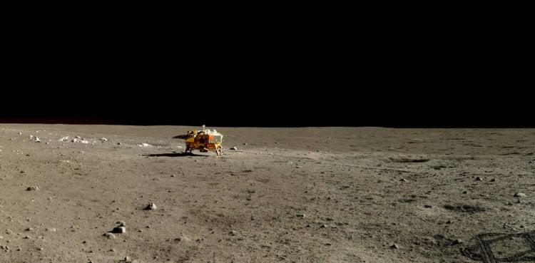 Китай опубликовал цветные фотографии лунной поверхности