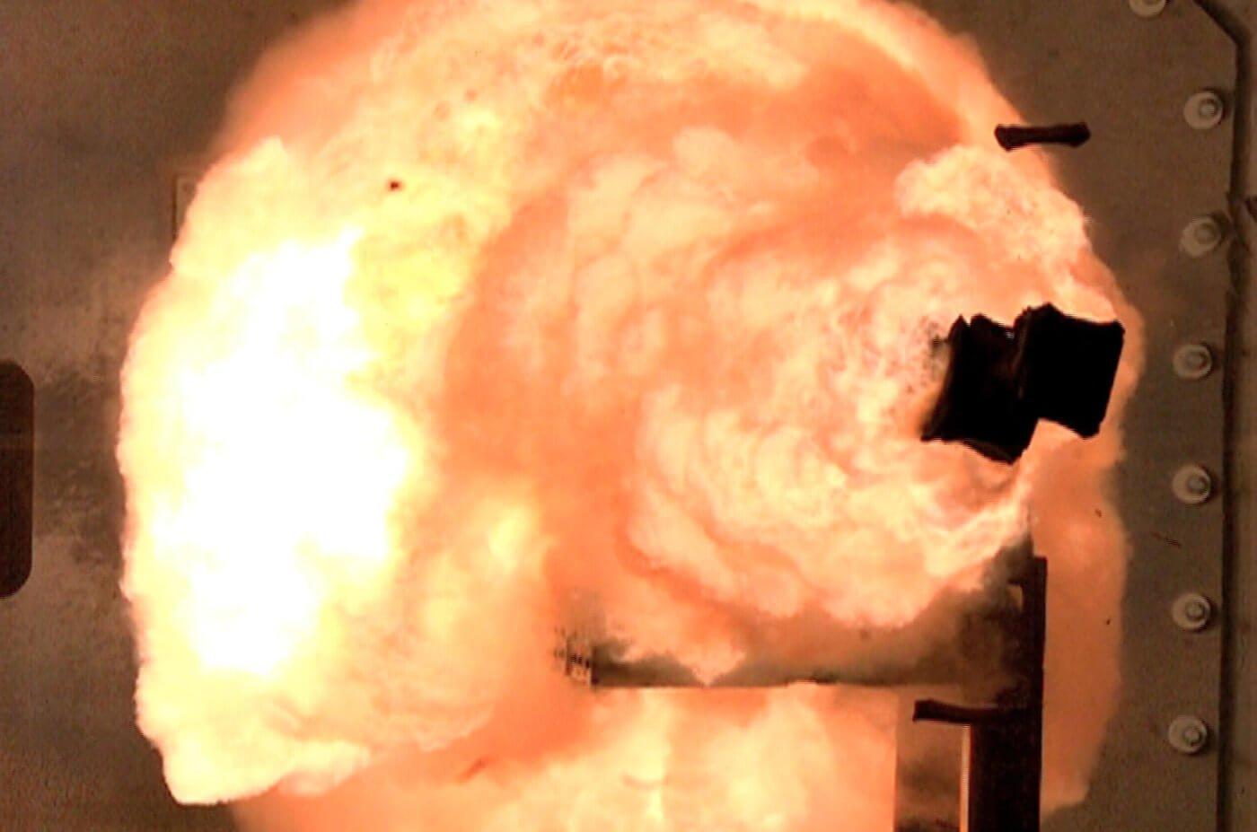 Новый эсминец ВМС США может получить рельсовое оружие в 2018 году