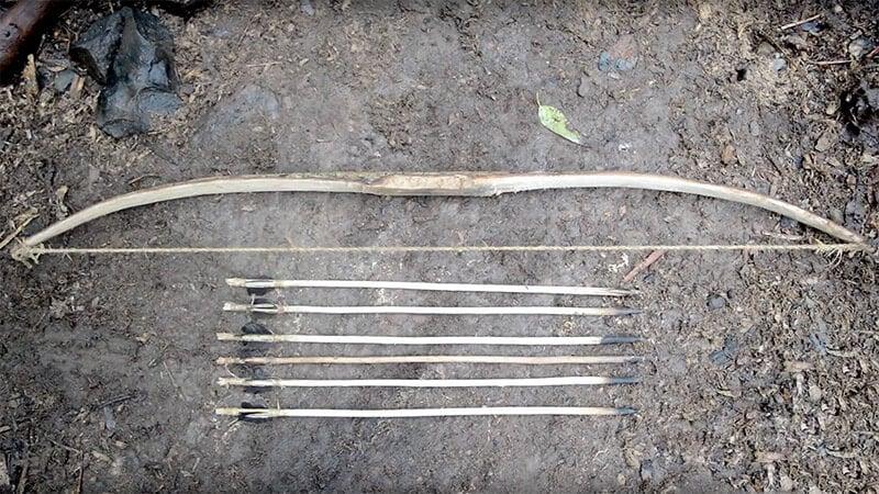 Делаем лук и стрелы своими руками в условиях дикой природы