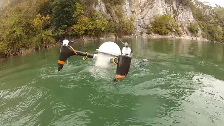 Квадрокоптер, способный взлетать из-под воды