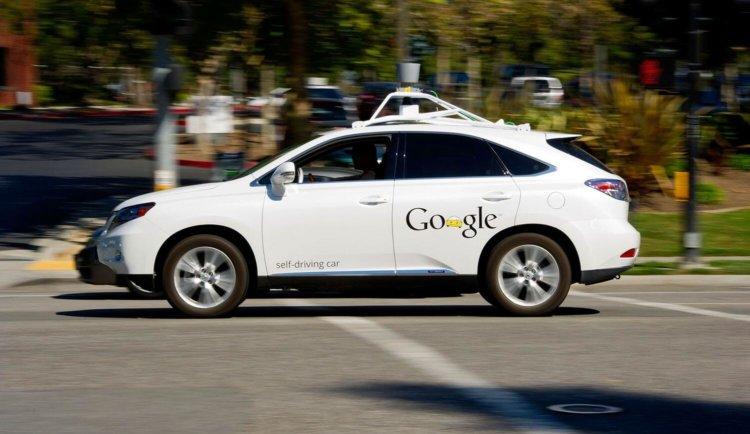 Беспилотный автомобиль Google впервые стал причиной ДТП