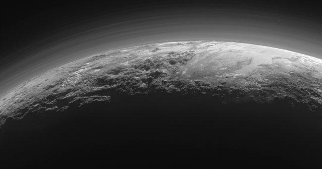 Ученые: на Плутоне были реки и озера из жидкого азота