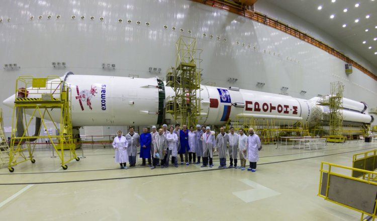 ExoMars Team in front of Proton