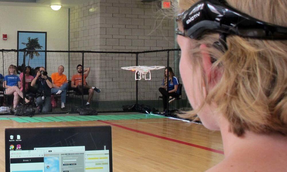 Состоялась первая в мире гонка дронов, управляемых силой мысли