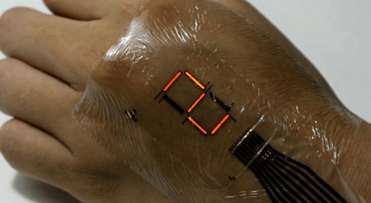 Японские учёные создали тончайший нательный дисплей