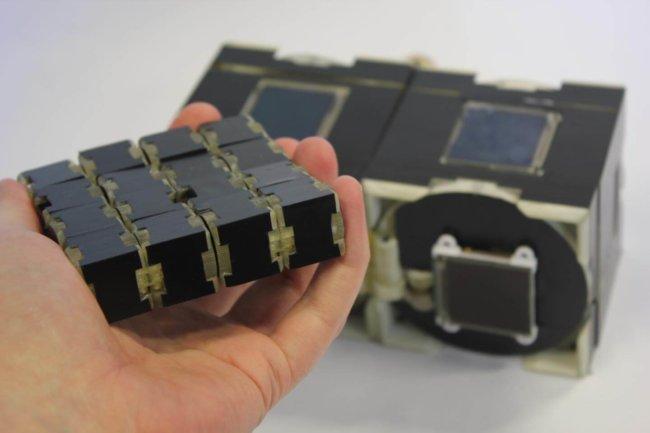 Прототип смартфона, умеющего принимать любую форму
