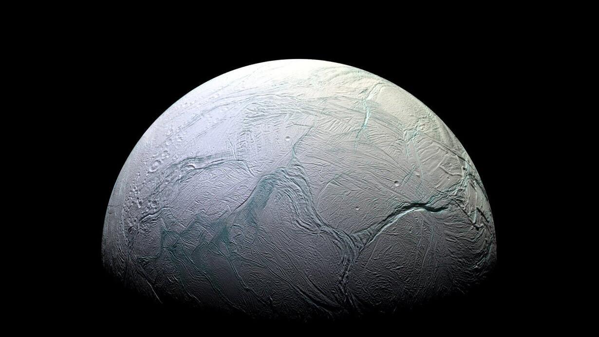 После гибели Земли жизнь в Солнечной системе не исчезнет (2 фото)