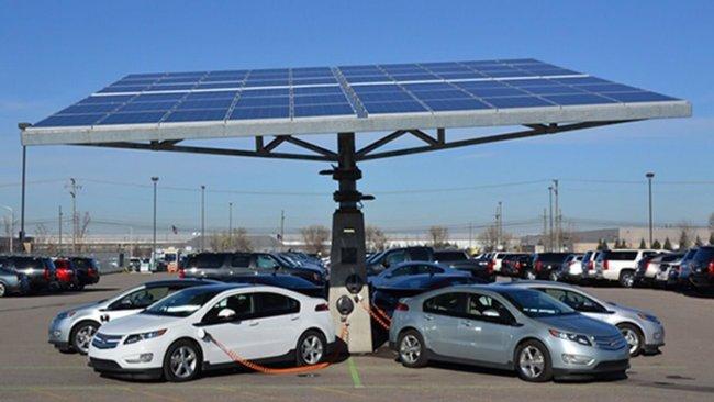 В Китае начали пересаживать таксистов на электромобили