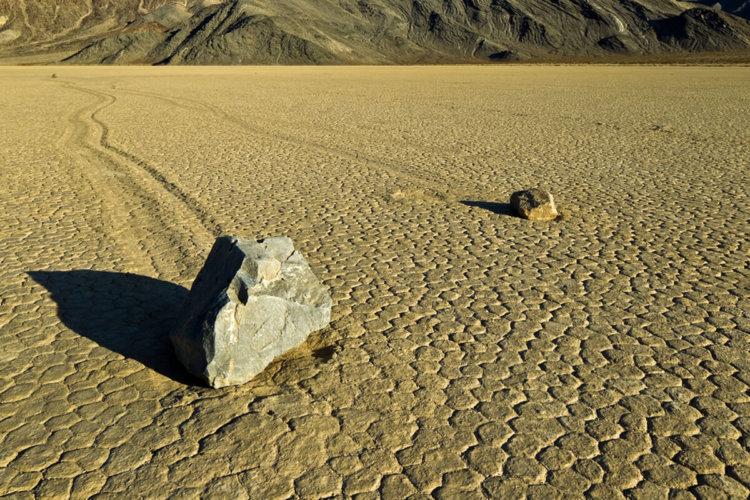 Тайна «живых» камней Рейстрек-Плайя