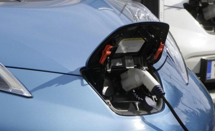 Электрических заправок в Японии стало больше, чем бензиновых
