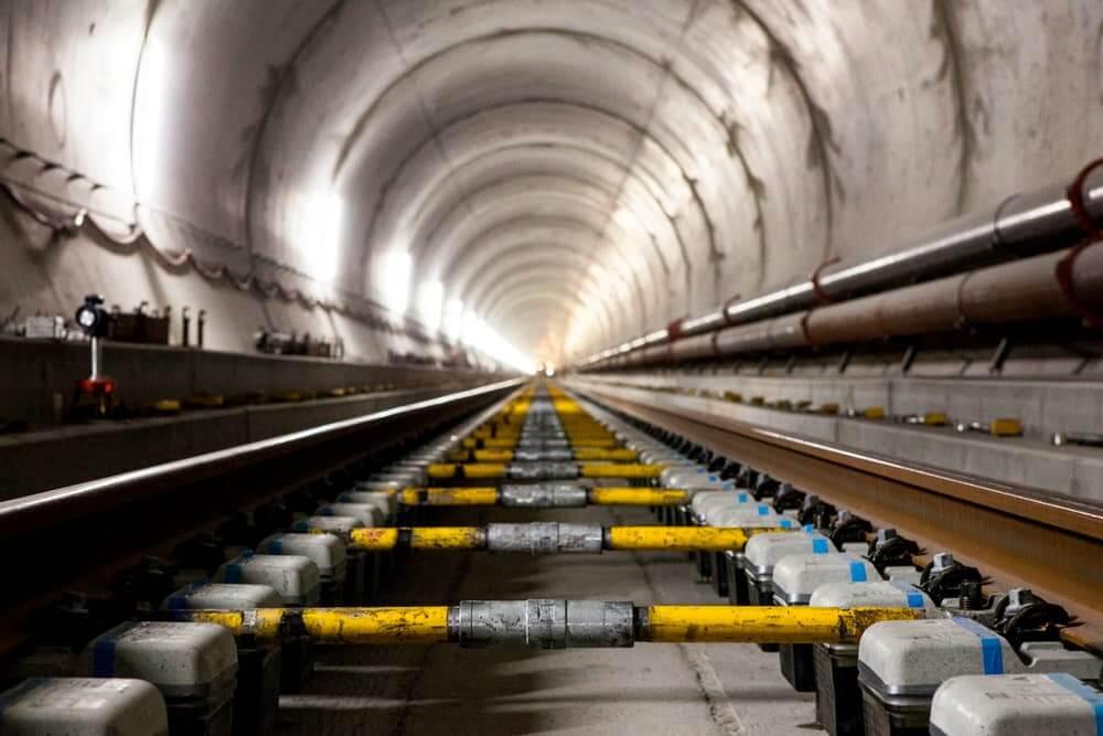 В Швейцарии открыли самый глубокий тоннель