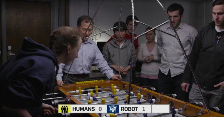 Искусственный интеллект обыгрывает людей в настольный футбол