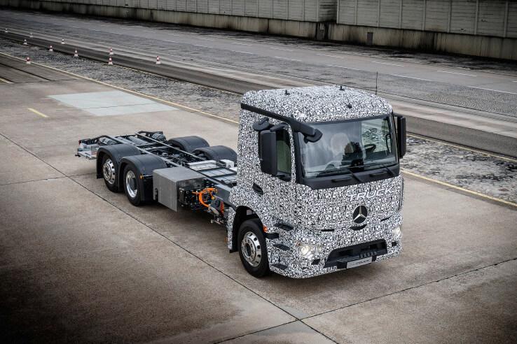 Mercedes-Benz представил свой первый электрический грузовик (5 фото)