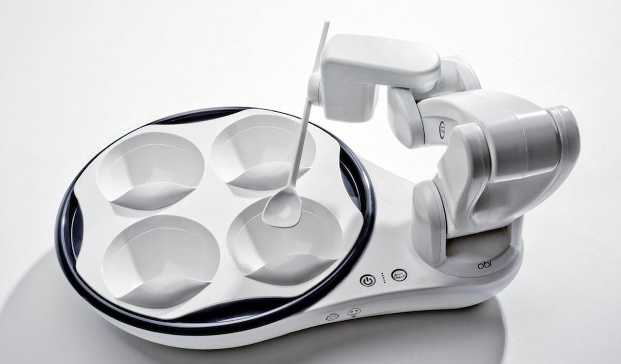 OBI -робот, который помогает людям принимать пищу