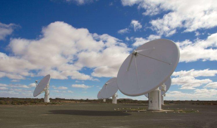 Радиотелескоп MeerKAT открыл сотни новых галактик