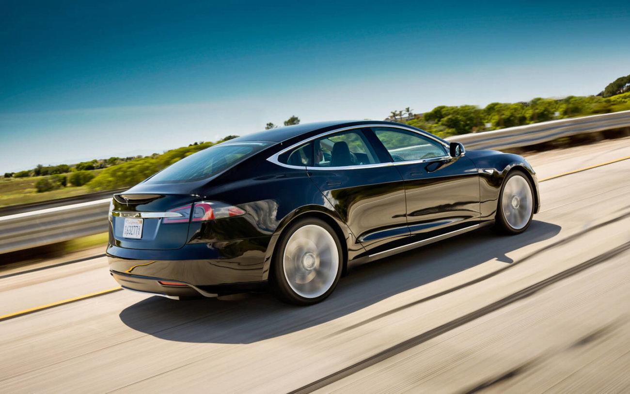 Tesla обновляет свою программу-автопилот, но есть один нюанс