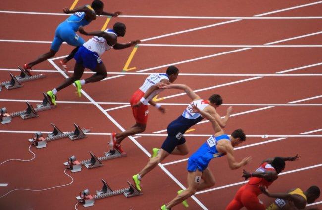 Олимпийская сборная США по бегу используют наушники, стимулирующие мозговые центры
