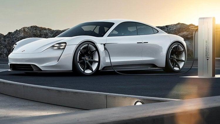 Концепт электромобиля Mission E. Финальный дизайн может отличаться.