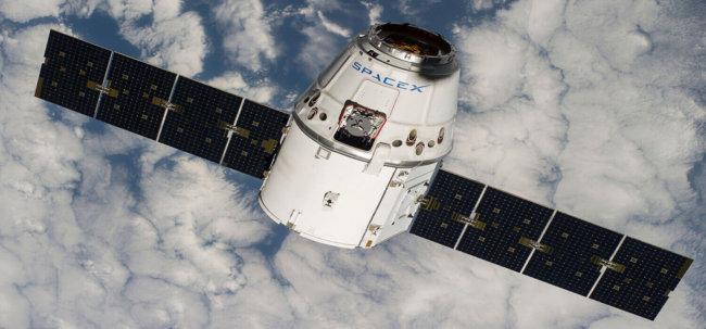 Космический корабль совершил посадку в океан