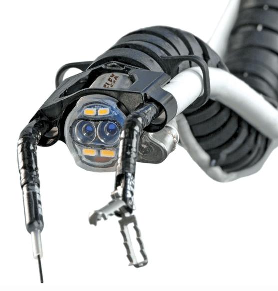 Создан робот-хирург прямиком из ваших кошмаров, способный проводить сложнейшие операции.
