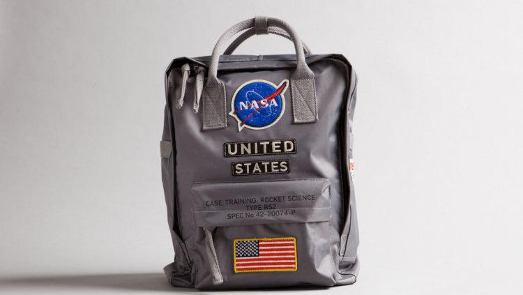 NASA случайно продало сумку с лунными образцами с «Аполлона-11»