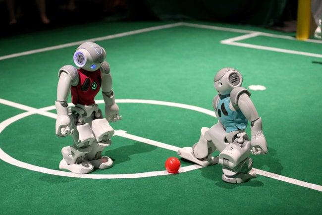 Робот-футбол