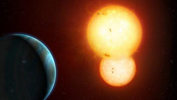 Ученые нашли планету, вращающуюся вокруг двух звезд