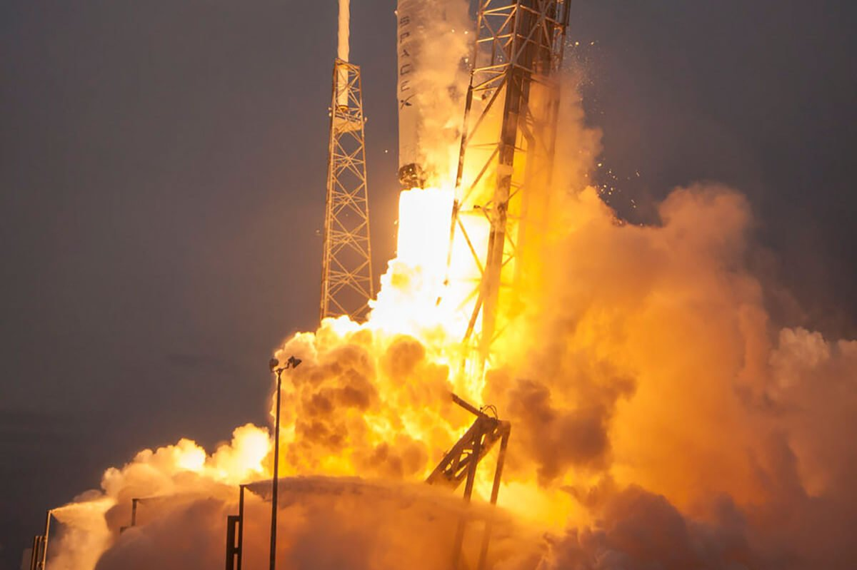 SPACEX ���������� ������� ������ � �������