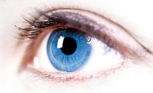 Роботы осуществили первую в истории успешную операцию внутри человеческого глаза