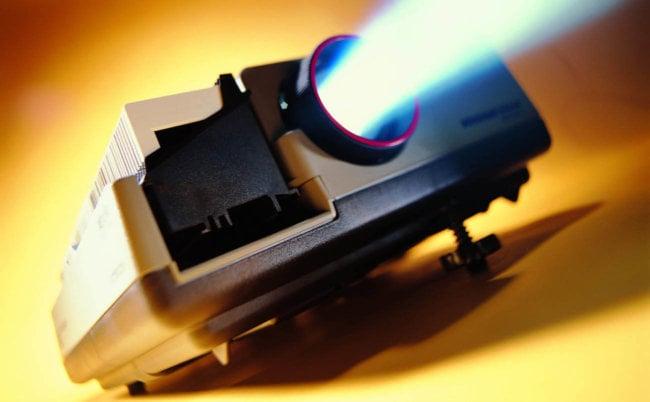Разработана технология, позволяющая проецировать изображение на поверхность движущегося объекта