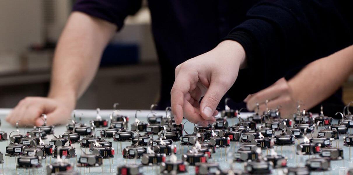 Инженеры создали рой мини-роботов