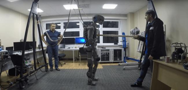 Идет работа над роботом-космонавтом