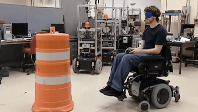 """Разработано """"умное"""" инвалидное кресло, способное самостоятельно объезжать препятствия"""