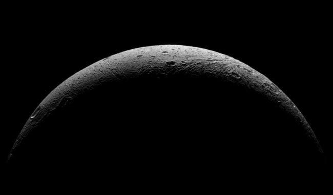 Первопричиной свечения наспутнике Сатурна является океан— Ученые