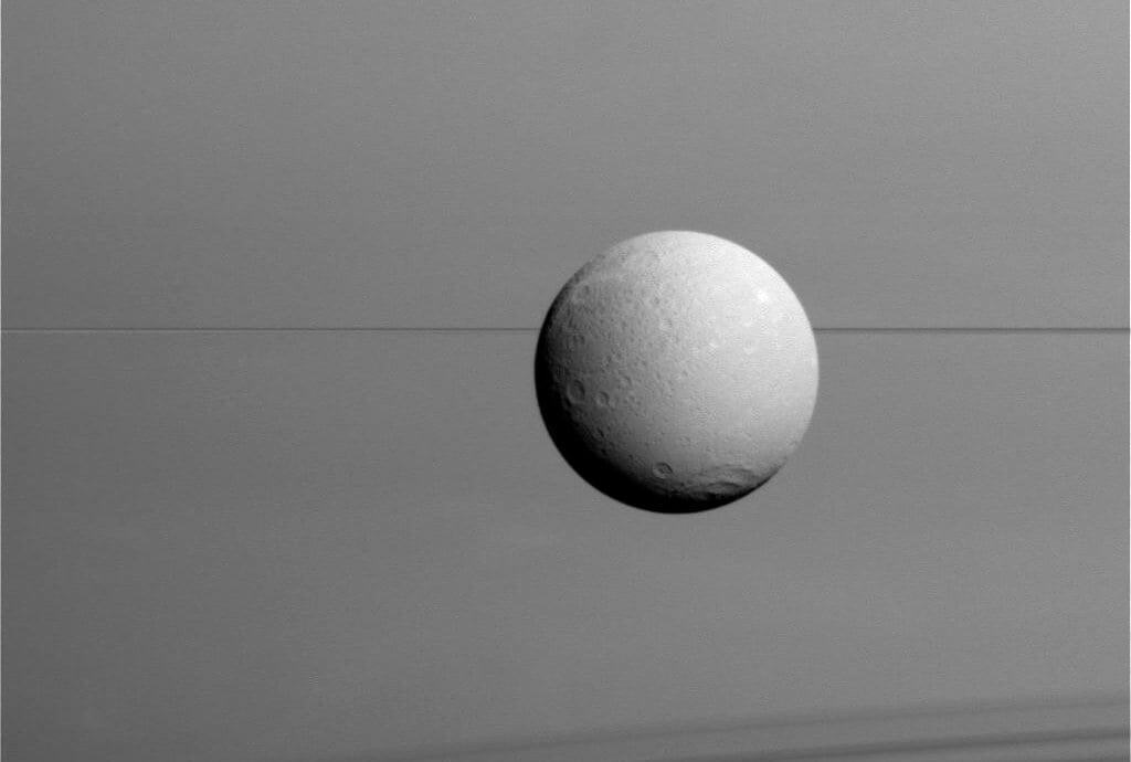 Профессионалы NASA обнаружили наспутнике Сатурна аномальное свечение