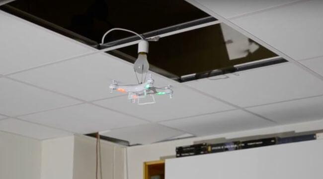 Сколько дронов нужно для того, чтобы заменить лампочку?