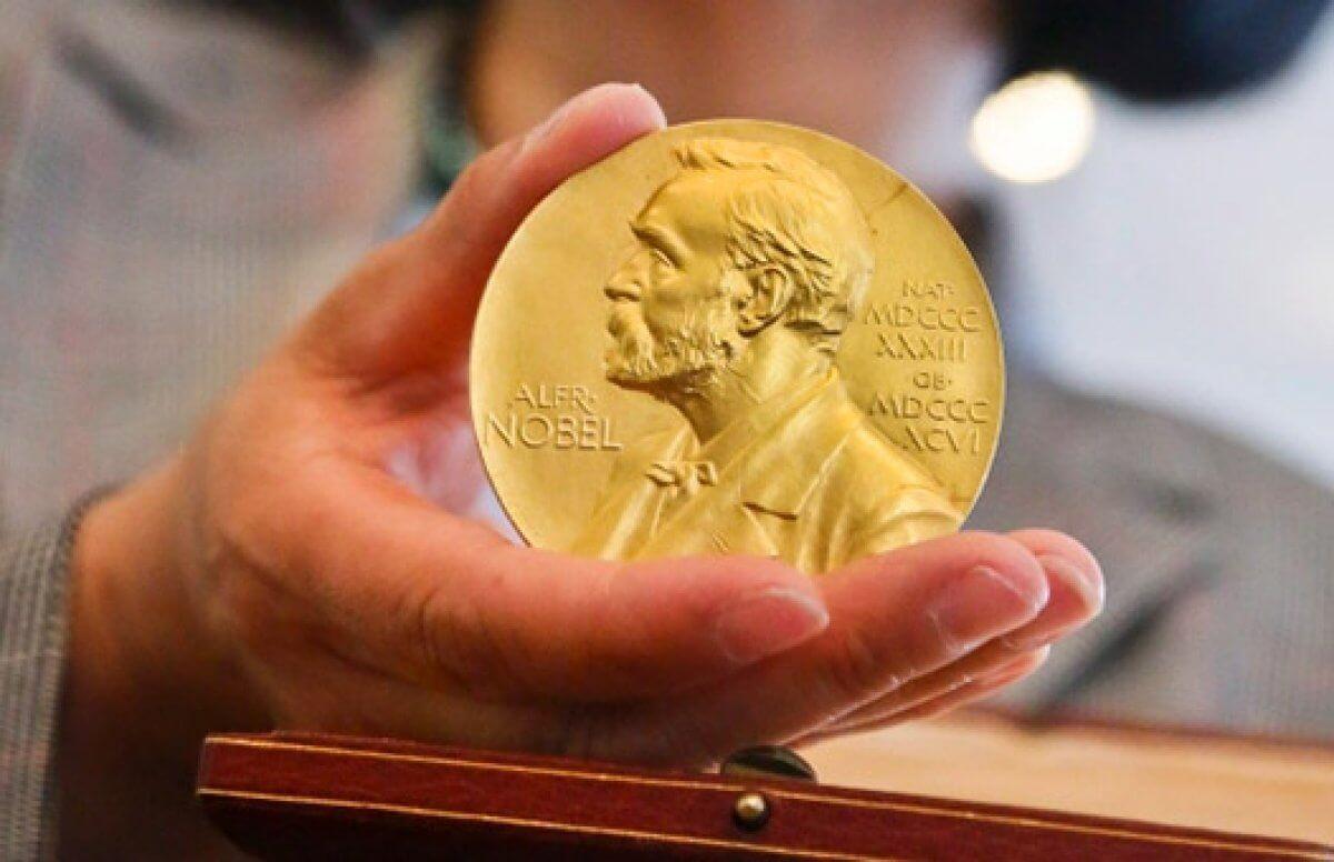 Работа в области топологии получила Нобелевскую премию
