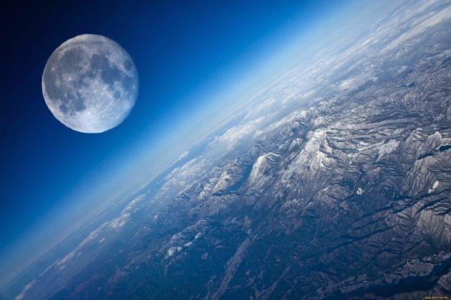 Астрономы выяснили причину отклонения лунной орбиты