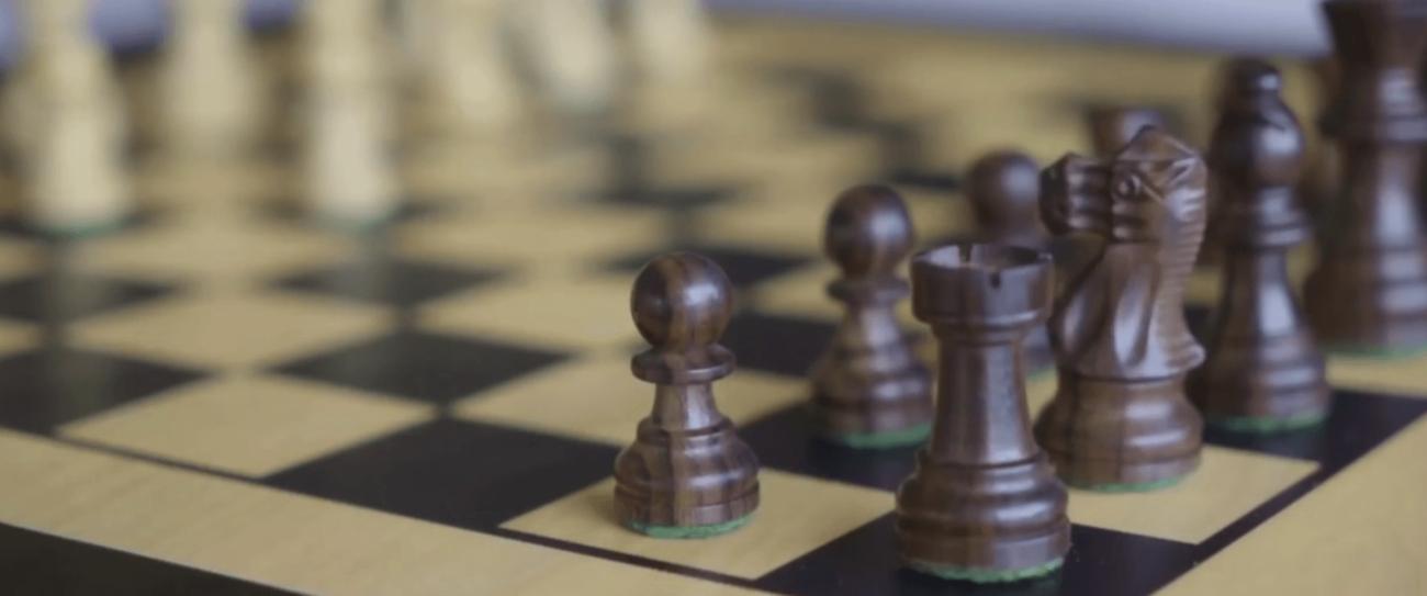 Square Off — «умная» шахматная доска с поддержкой игры онлайн