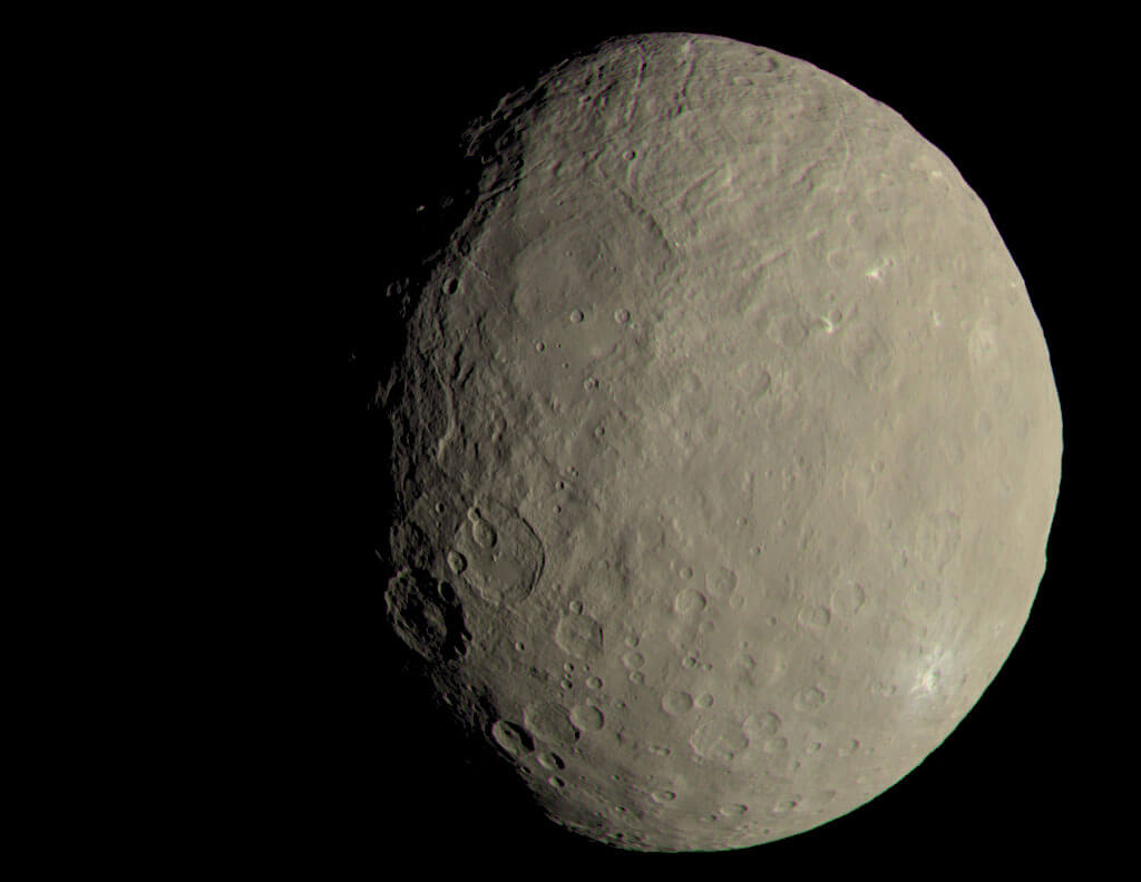 #фото | Астрономы выяснили загадку яркого кратера на Церере