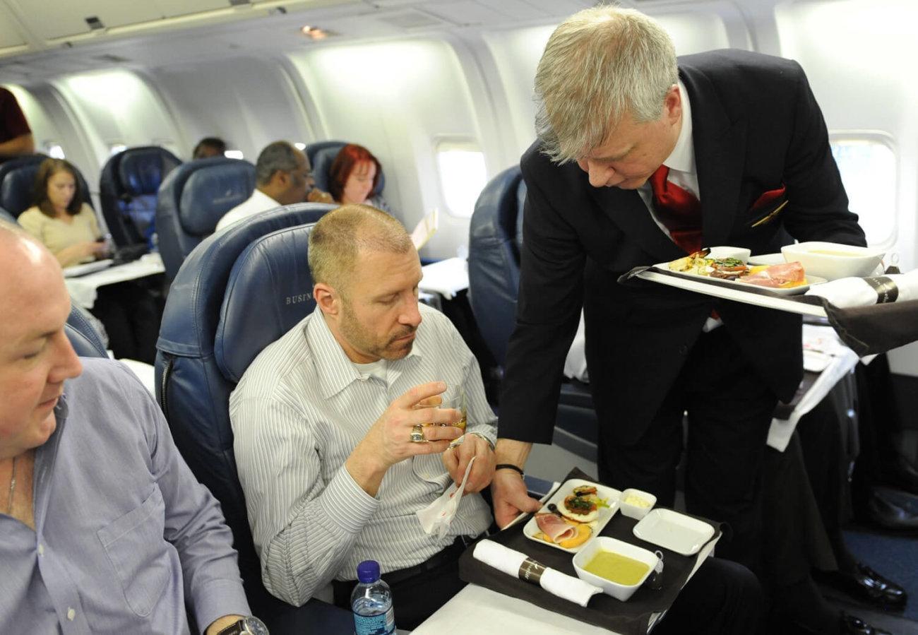 Почему в самолётах плохо кормят?