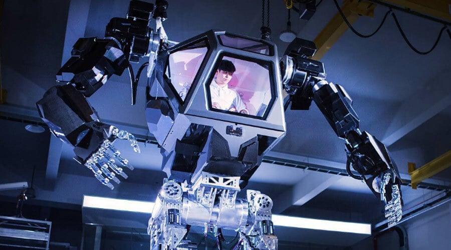 Тем временем южнокорейские инженеры построили настоящего меха