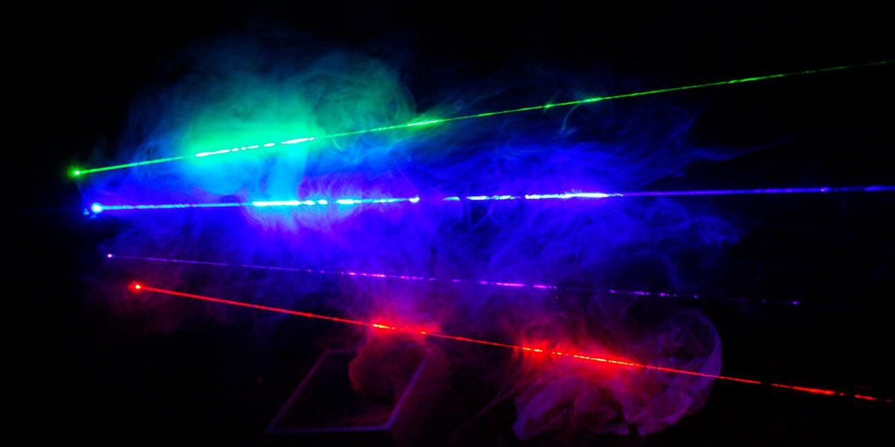 Превращение инфракрасного цвета в ультрафиолет