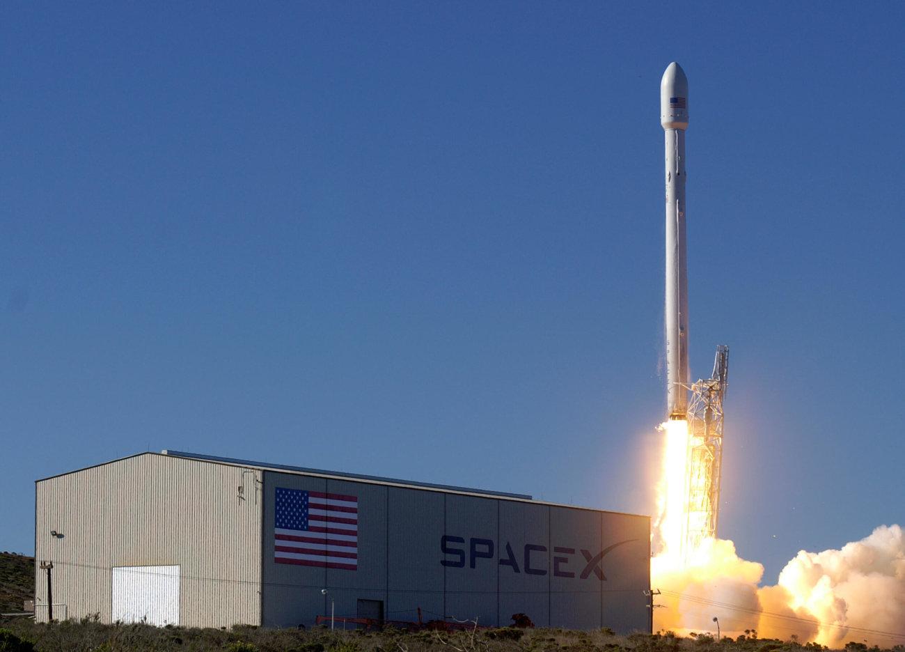 SpaceX выведет на орбиту 10 спутников в середине декабря