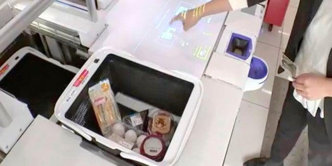 В Panasonic разработали продуктовую корзину-продавца