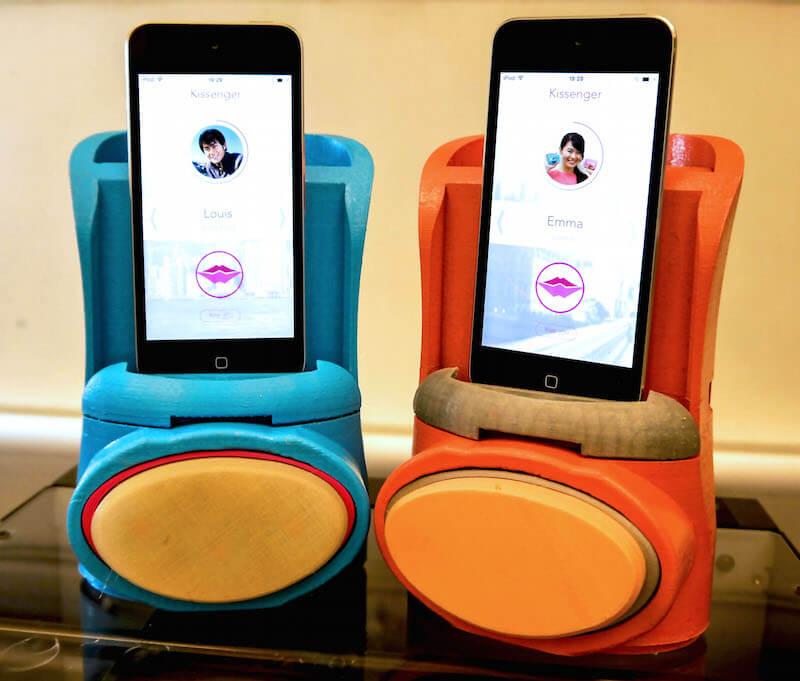 Kissenger – устройство для дистанционной передачи поцелуев