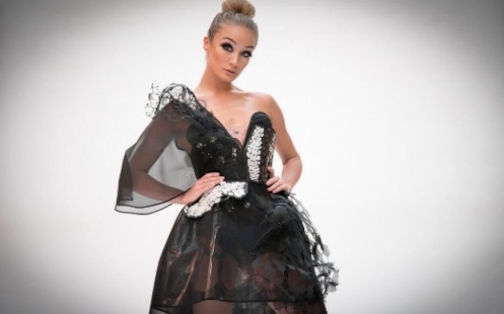 В Великобритании представили первое вмире одеяние изсамого тонкого материала— графена