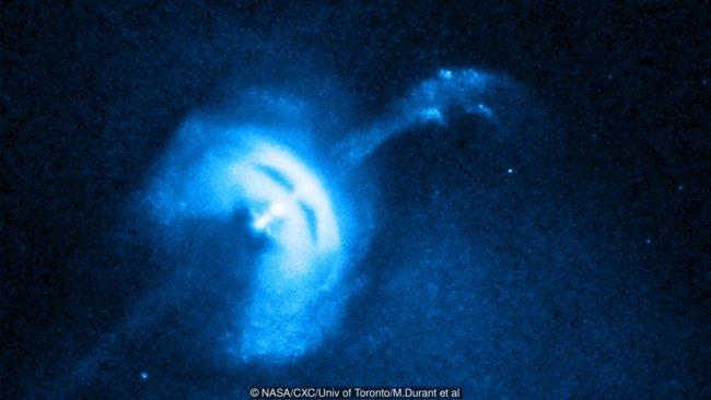 Странные радиосигналы поступают к нам из далеких галактик (3 фото)