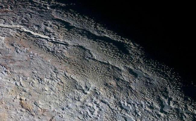 плутоне обнаружены ледяные башни высотой 500 метров