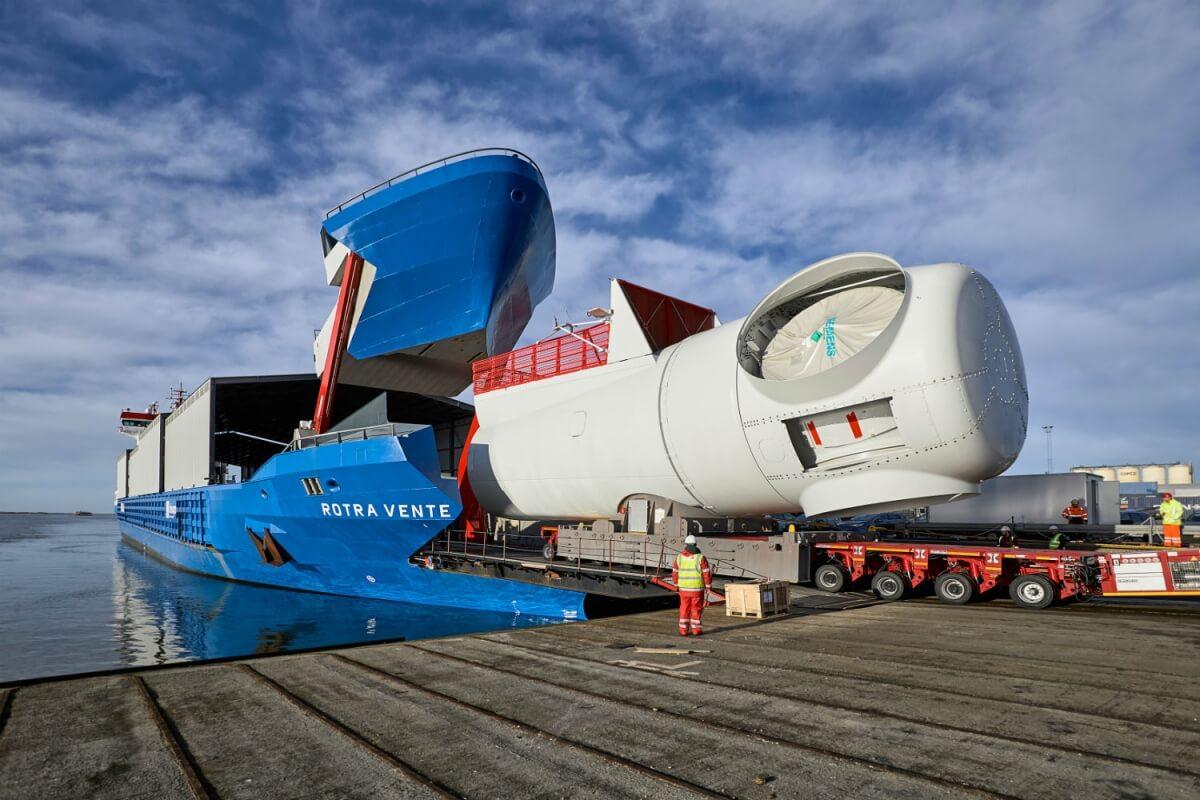 У SIEMENS WIND POWER появился грузовой корабль